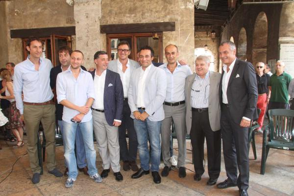 Presentata Treviso Basket srl in un bagno di folla in Piazza dei Signori - La settimana prossima la decisione di Lega e FIP