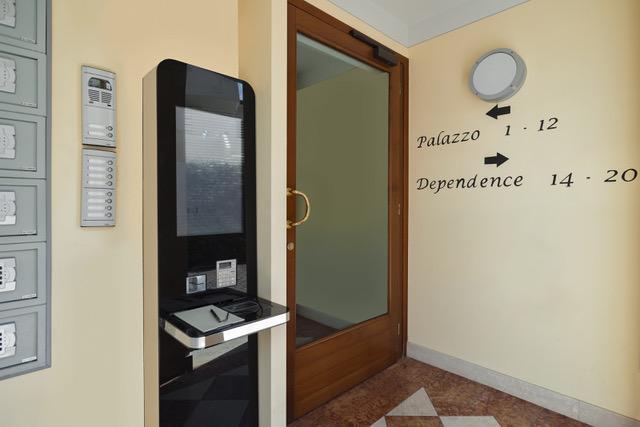 8_Palazzo_Brando_ingresso
